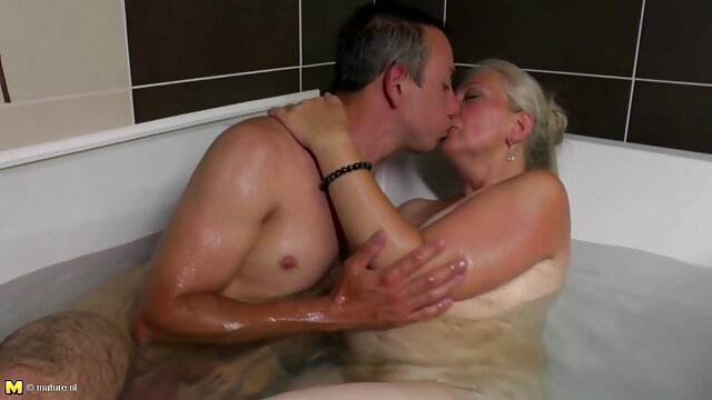 Ceca Principessa Linda gioca con la sua figa fino a quando Urinare nuovi porno amatoriali italiani